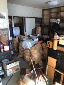 S  117022730 225x300 - 湘南台で遺品整理ならぬ分別作業